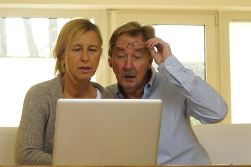 Couple reviewing Depuy ASR hip settlement offer